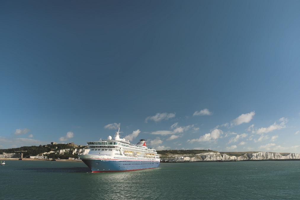 Fred_Olsen_Balmoral_sailing_Dover_cruise_blondes