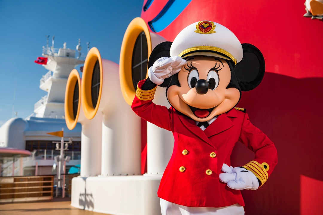 Minnie_Mouse_Disney_Magic_Cruise_Blondes