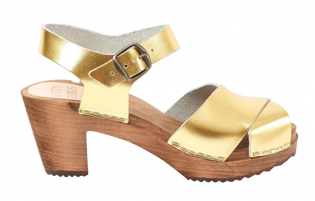 Oliver_Bonas_gold_shoes_Cruise_Blondes