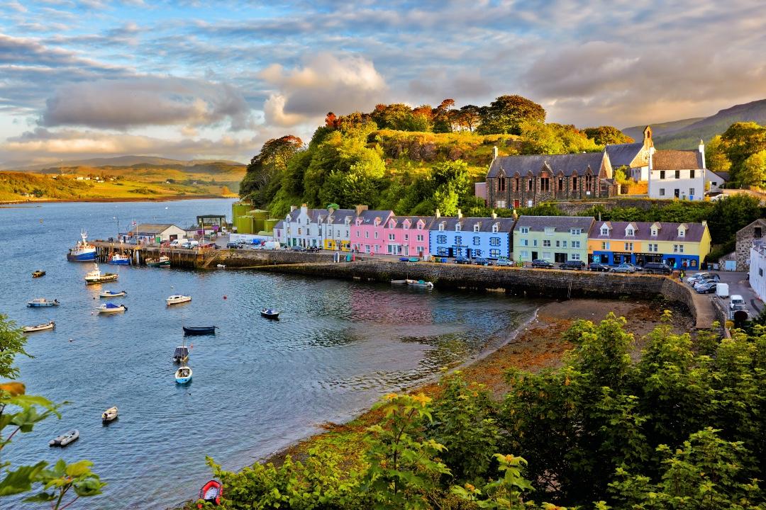 Isle-of-Skye-Cruise_Blondes_Ambassador_Cruise_Line
