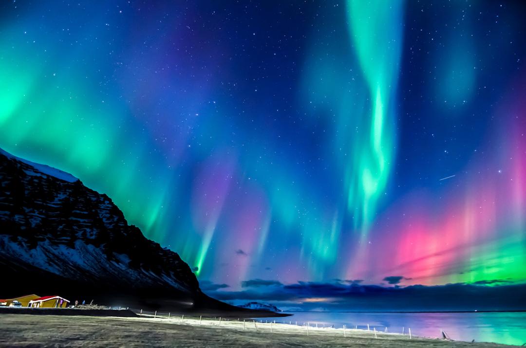 Northern_Lights_Green_list_Iceland_Cruise_Blondes