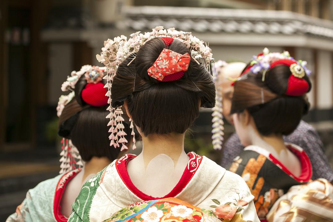 Geisha_in_Kyoto_Cruise_Blondes