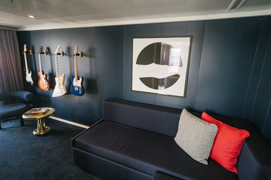 Music_Room_Massive_Suite_Scarlet_Lady