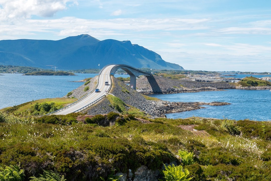 Atlantic_Ocean_Road_Norway_James_Bond_Cruise_Blondes