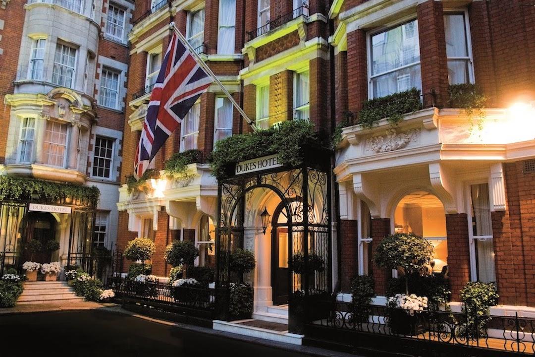 DUKES_London_James_Bond_Ian_Fleming_hotel_Cruise_Blondes